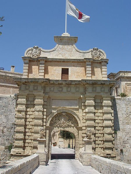 File:Grand Gate Mdina.JPG