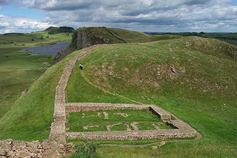 File:Milecastle 39 on Hadrian's Wall.jpg